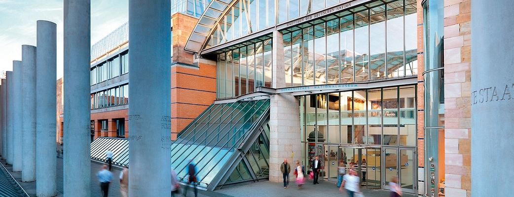 Haupteingang des Germanischen Nationalmuseums in der Kartäusergasse 1
