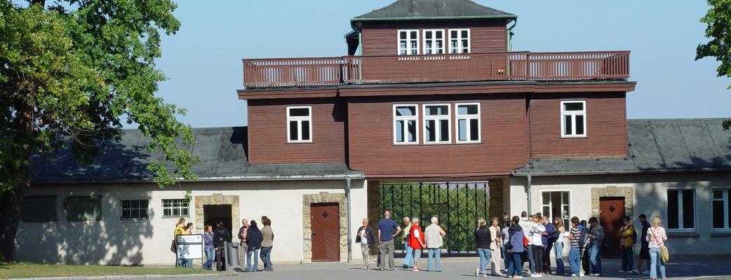 Gedenkstätte Buchenwald. Torgebäude mit Arrestzellenbau