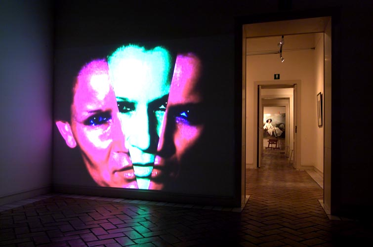 Katharina Sieverding: Video-Installation 2001, © Foto: Janos Grapow, Rom