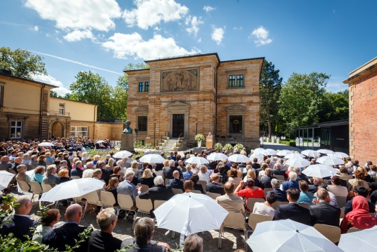 Haus Wahnfried, Vorplatz: Eröffnungsfeier des neugestalteten Richard Wagner Museums am 26.7.2015 - Foto: Nationalarchiv der Richard-Wagner-Stiftung, Bayreuth